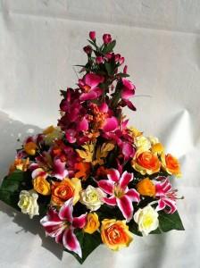 Gerbes de deuil avec des fleurs artificielles